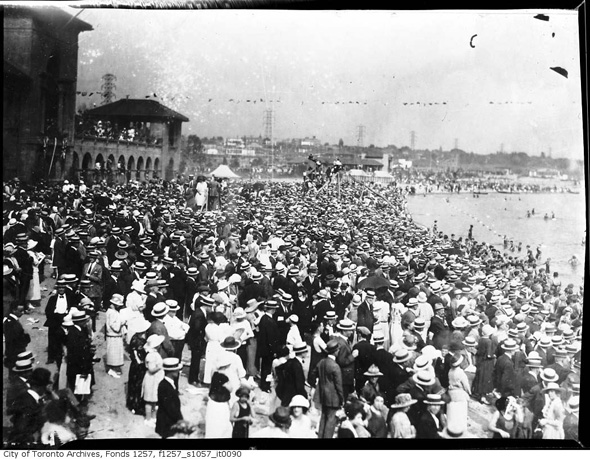 2012417-crowd-sunnyside-1930s-f1257_s1057_it0090