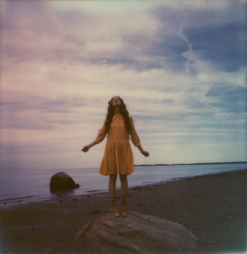 amber_byrne_mahoney_india_salvor_menuez_betty_magazine_summer_editorial_new_york_fashion_photography_polaroid_beach_wanderlust_dreamy_005