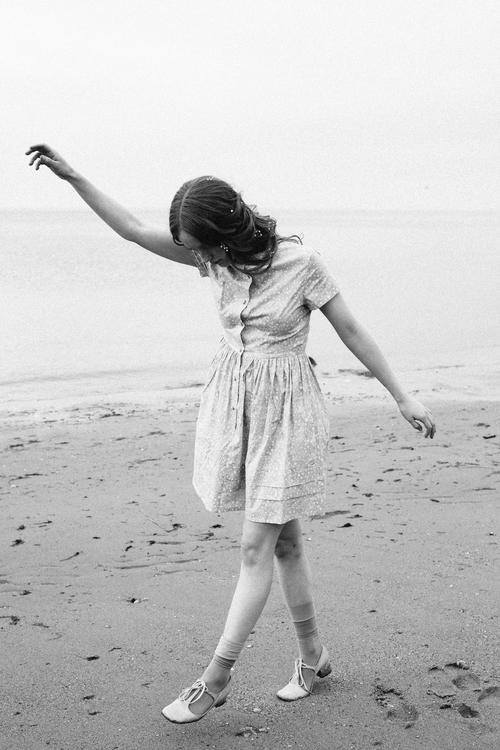 amber_byrne_mahoney_india_salvor_menuez_betty_magazine_summer_editorial_new_york_fashion_photography_polaroid_beach_wanderlust_dreamy_033